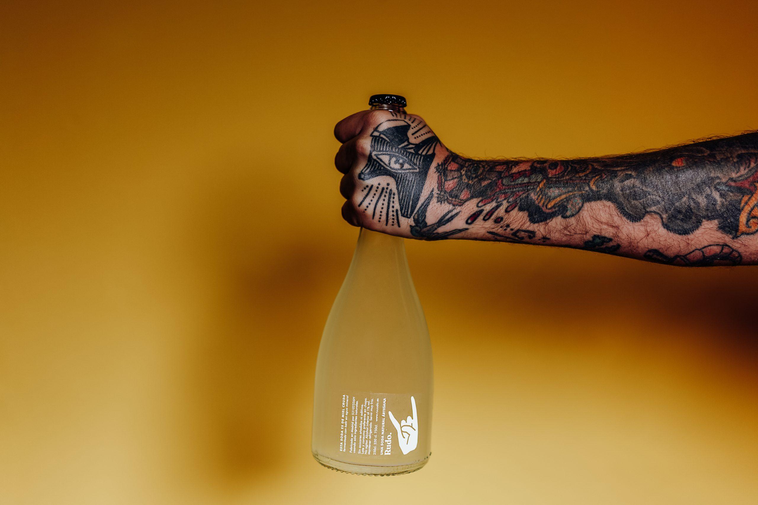 Botella de soda de miel de 75 cl. Foto de Lorena Grandío.